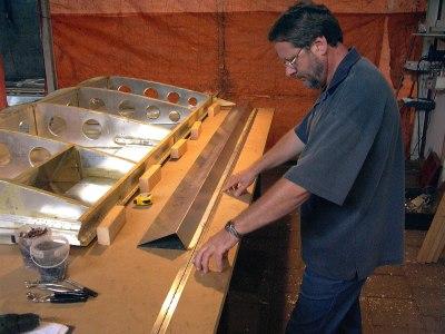 Pianoscharnier plaatsen